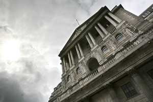 Bank of England: central banks' decision on when to start winding down current crisis policies depends on the difference between potential and actual output (photo: Shaun Curry/AFP)