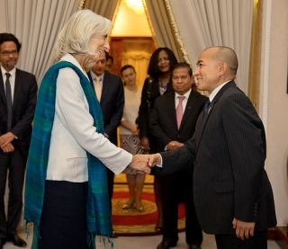 International Monetary Fund Managing Director Christine Lagarde (L) shakes hands with King Norodom Sihamoni (R) following their meeting at the Royal Palace December 3, 2013 in Phom Penh, Cambodia. Lagarde is on a three country visit to Asia. IMF Photograph/Stephen Jaffe